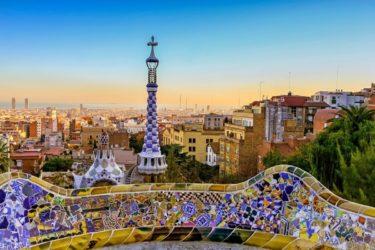 Cómo conocer a gente en tu viaje a Barcelona